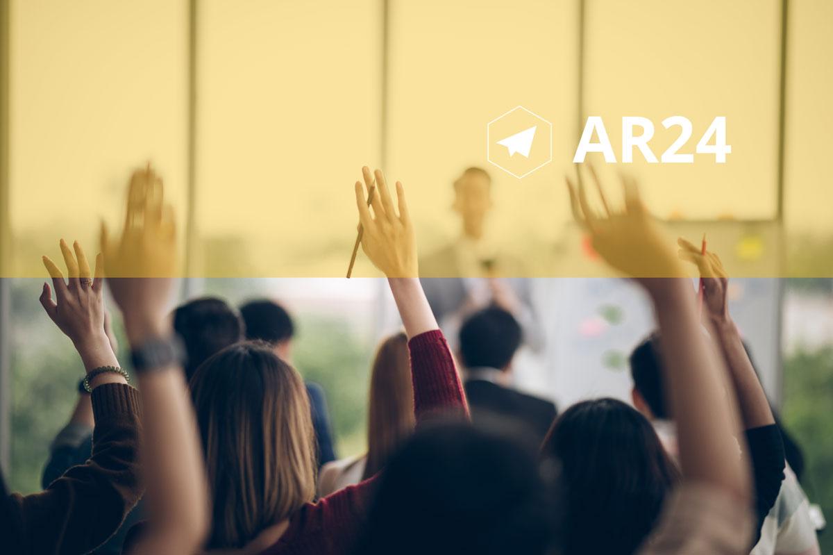 Personnes levant la main pour prendre la parole